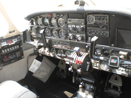 Multi_Engine_Seneca_I_Cockpit